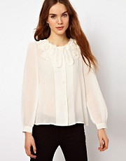 Blusa con volantes de Mina