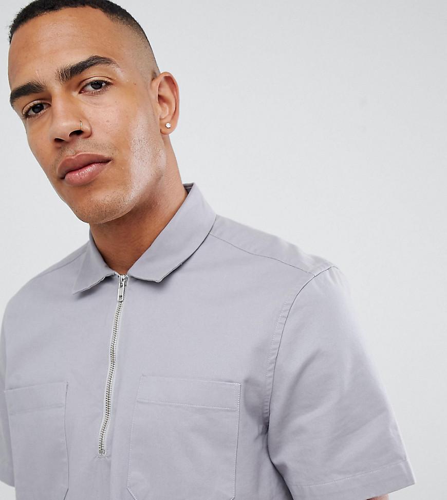 asos design -  Tall - Graues Oversize-Hemd zum Überziehen mit kurzem Reißverschluss - Grau