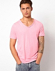 River Island - T-shirt fluo con scollo a V
