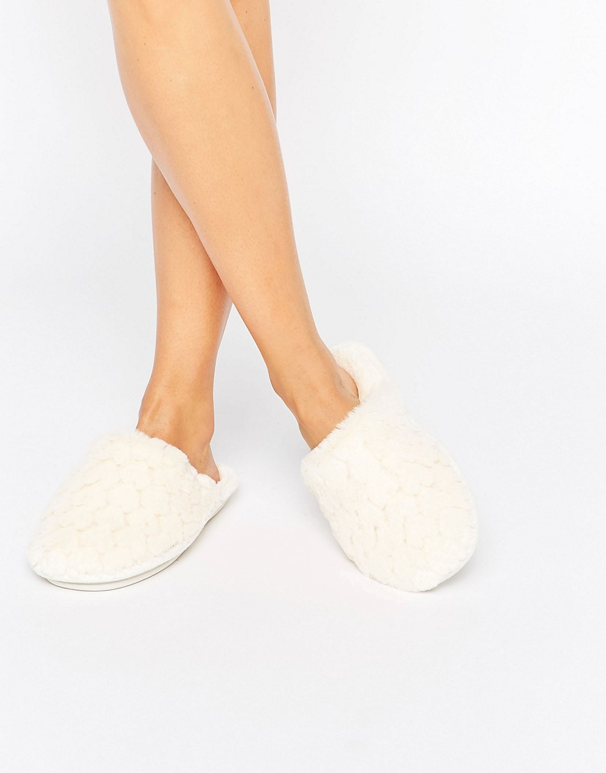 totes-boxed-wavy-faux-fur-mule-slipper-cream