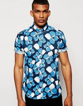 Solid Tailored & Originals Short Sleeve Shirt with Tonal Flower Print