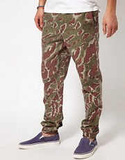 Chinos de corte slim con estampado de camuflaje Rootz de Insight