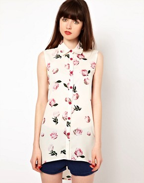 Image 1 ofNishe Sleeveless Blouse in Rose Print