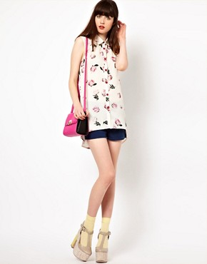 Image 4 ofNishe Sleeveless Blouse in Rose Print