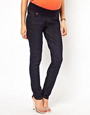 New Look Maternity  Anliegende Jeans in Rinse-Wash