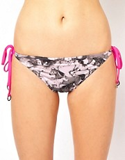 Ted Baker &ndash; Wild Horses &ndash; Seitlich gebundene Bikinihose