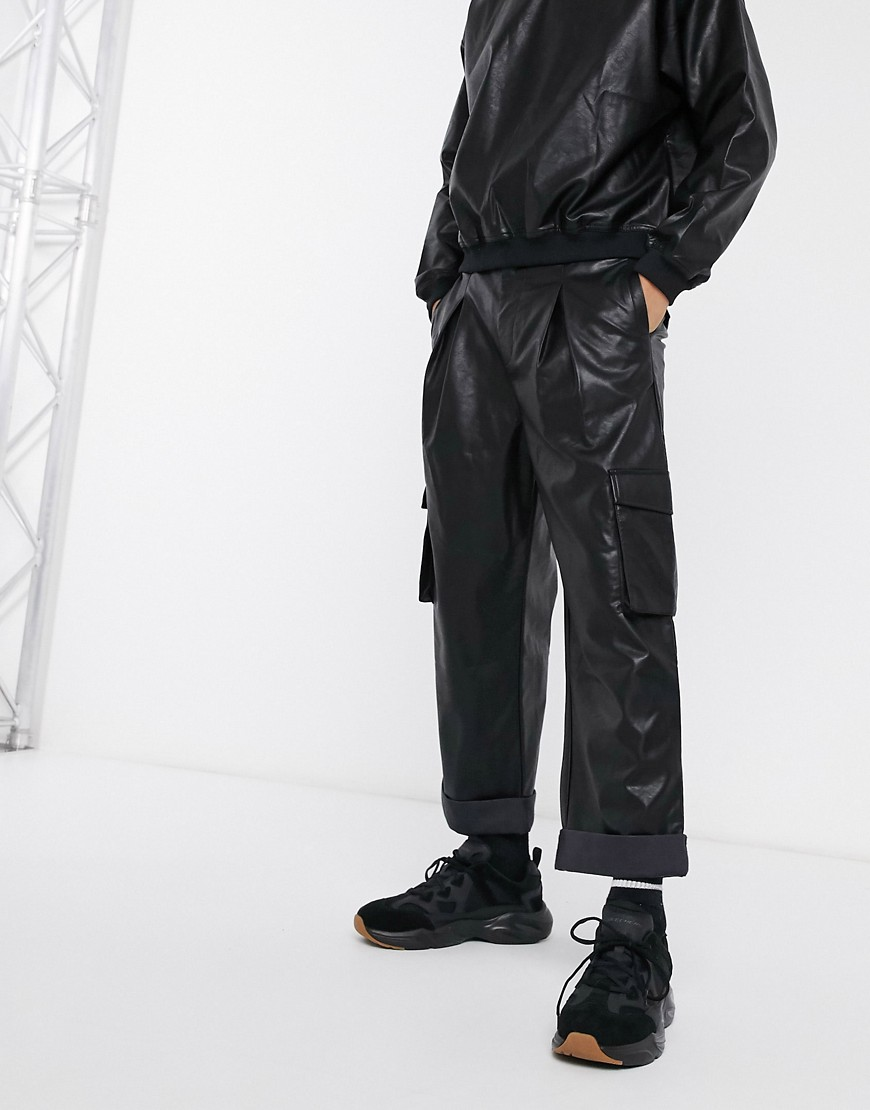 Image of ASOS DESIGN - Pantaloni cargo a palloncino in ecopelle in coordinato