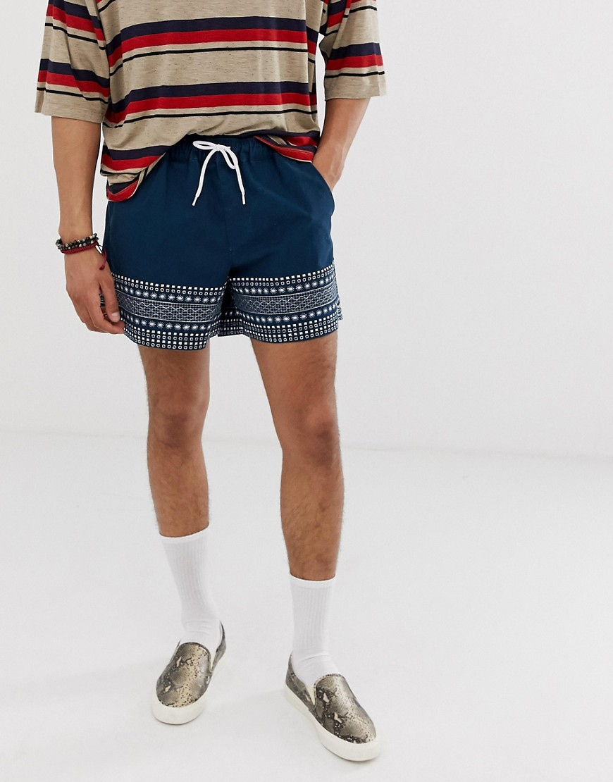 ASOS DESIGN - Kurze Shorts in Marineblau mit besticktem Rand - Navy | Bekleidung > Shorts & Bermudas | Navy | ASOS DESIGN
