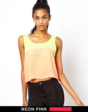 Camiseta corta sin mangas con panel fluorescente de AX Paris Asos por 16.86€