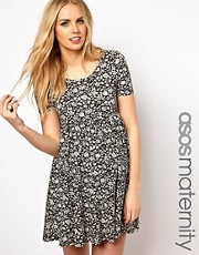 Vestido skater con estampado de flores de ASOS Maternity