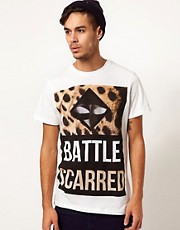 Blood Brother  T-Shirt mit Battle Scarred-Aufdruck