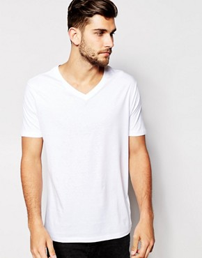 New Look T -Shirt with V Neck
