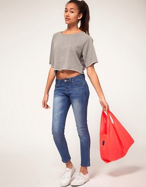 Image 4 ofVero Moda Sweatshirt Cropped with Raw Edge