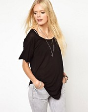 Lna &ndash; T-Shirt mit asymmetrischem Saum