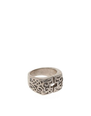 Bild 1 von ASOS  Ring mit kreuzfrmiger Aussparung und Ornamenten