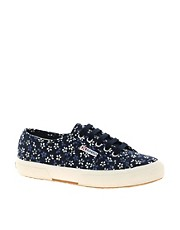 Superga &ndash; Stoffschuhe mit klassichem Blumenmuster