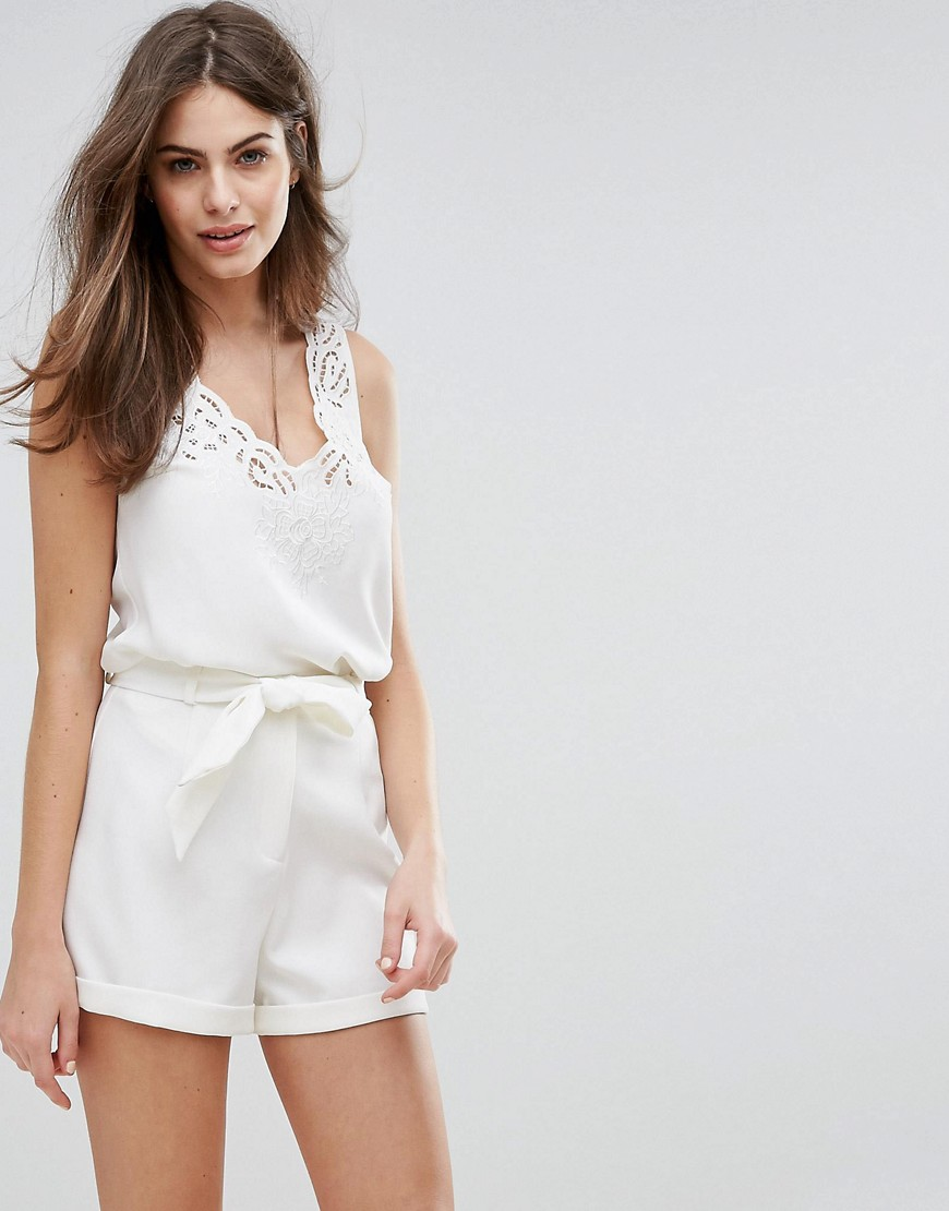 Oasis Scallop Lace Detail Vest - White