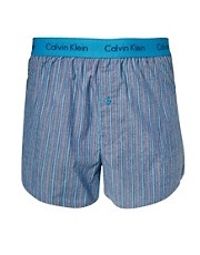 Calvin Klein  Eng anliegende, gestreifte Web-Boxershorts