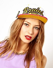 Gorra con broche trasero y texto Bruins de Zephyr