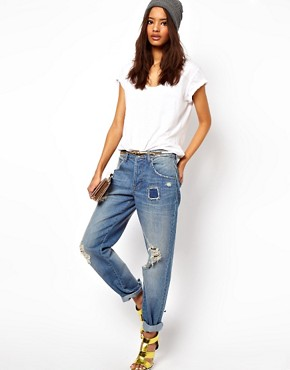 Image 4 ofASOS Saxby Boyfriend Jeans in Light Wash Vintage Rip and Repair