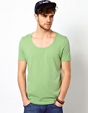 Camiseta con cuello redondo ribeteado de ASOS