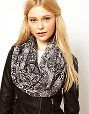 New Look Sugar Skull Snood