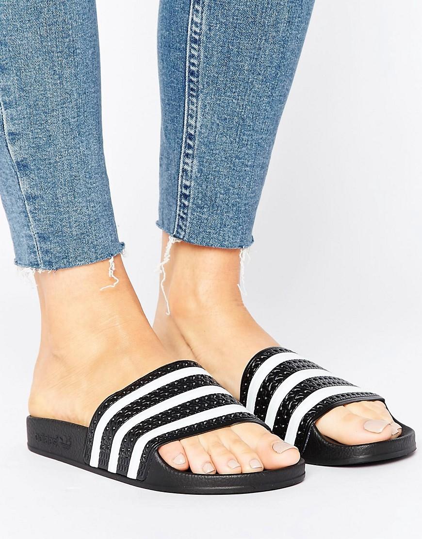 adidas Originals - Schwarz-weiße Adiletten-Sandale - Schwarz - Farbe:Schwarz