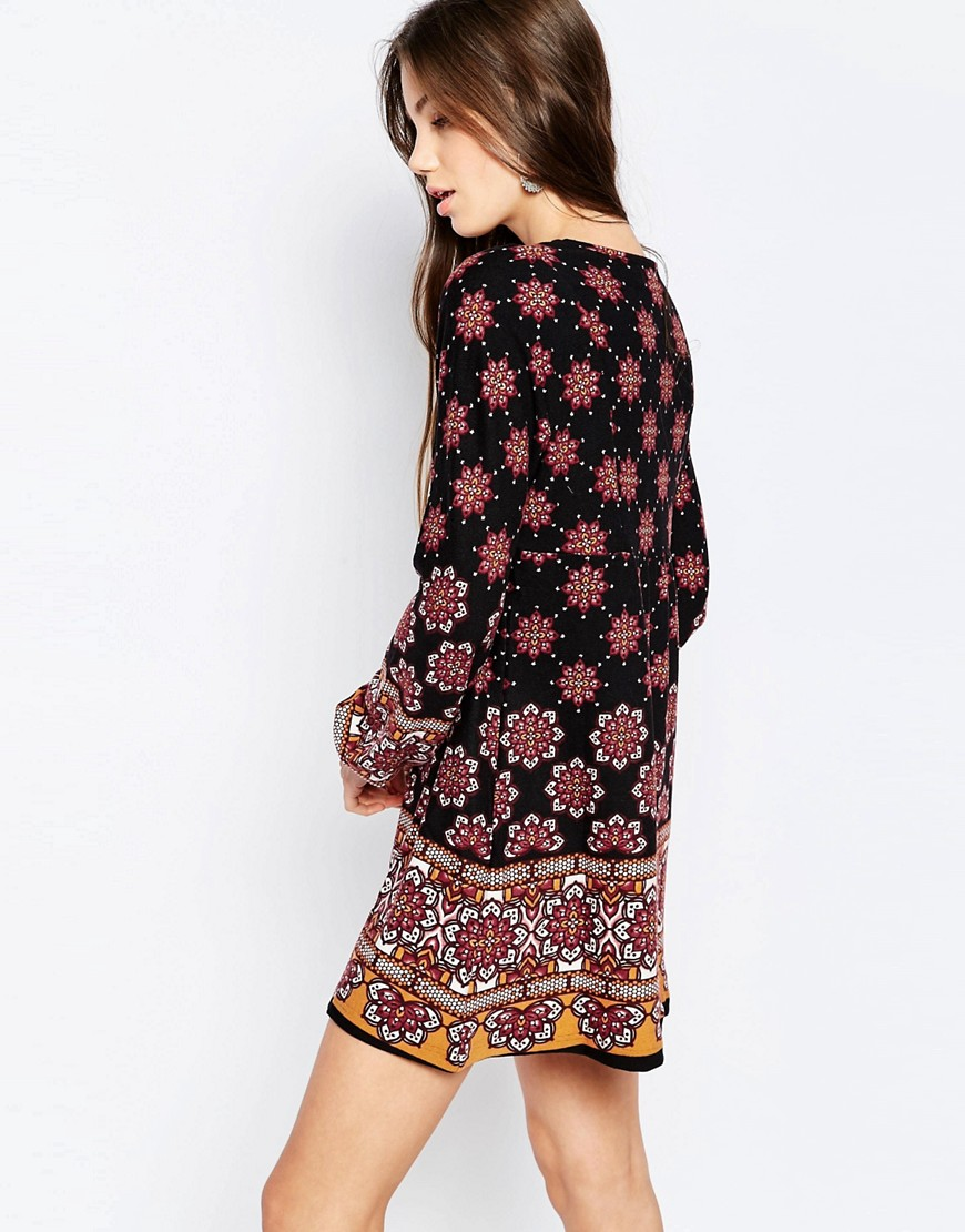 QED London Long Sleeve Smock Dress in Border Print - Black