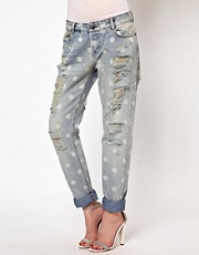 Vaqueros slim estilo boyfriend con estampado desgastado de lunares de ASOS