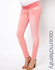Vaqueros pitillo en color coral lavado Elgin de ASOS Maternity