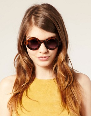 Image 3 ofASOS Flat Round Tortoiseshell Sunglasses
