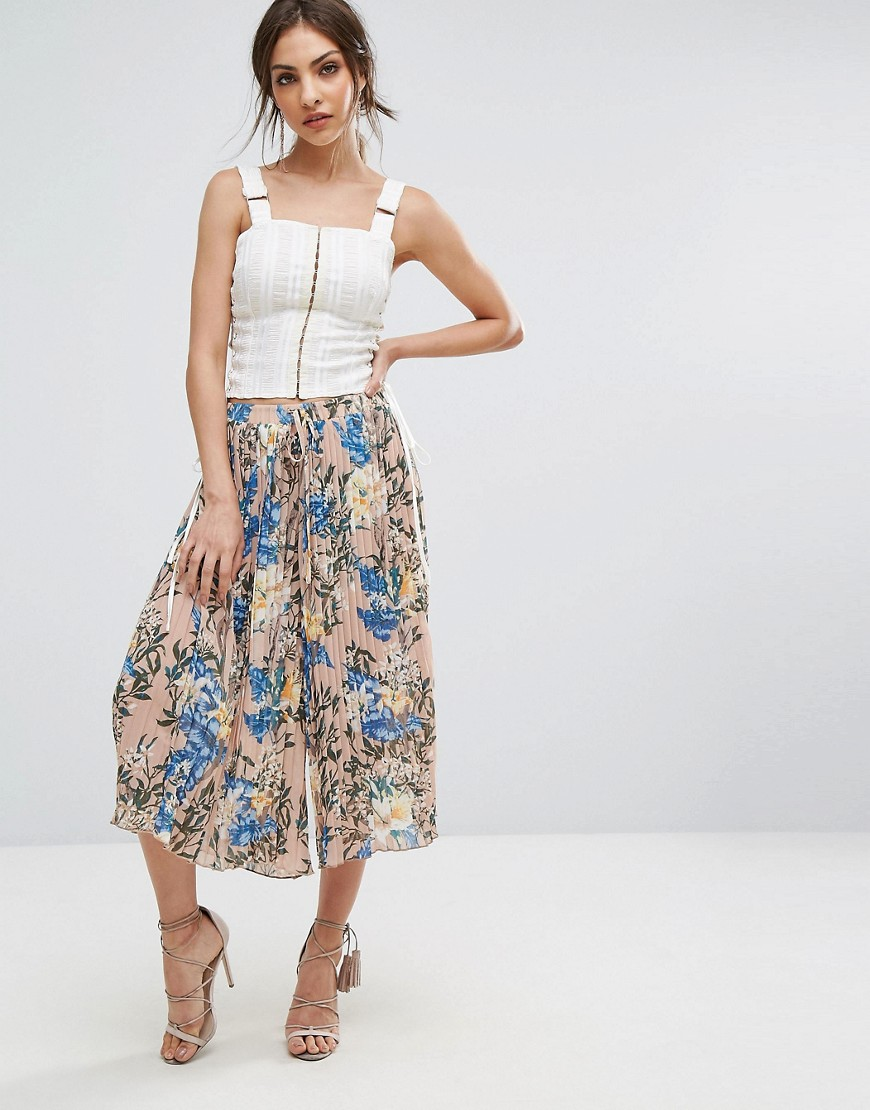 PrettyLittleThing Floral Printed Cropped Trousers - Multi