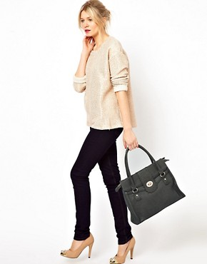Image 3 ofOasis Scallop Lock Tote