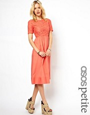 Esclusiva ASOS PETITE - Vestito longuette in pizzo