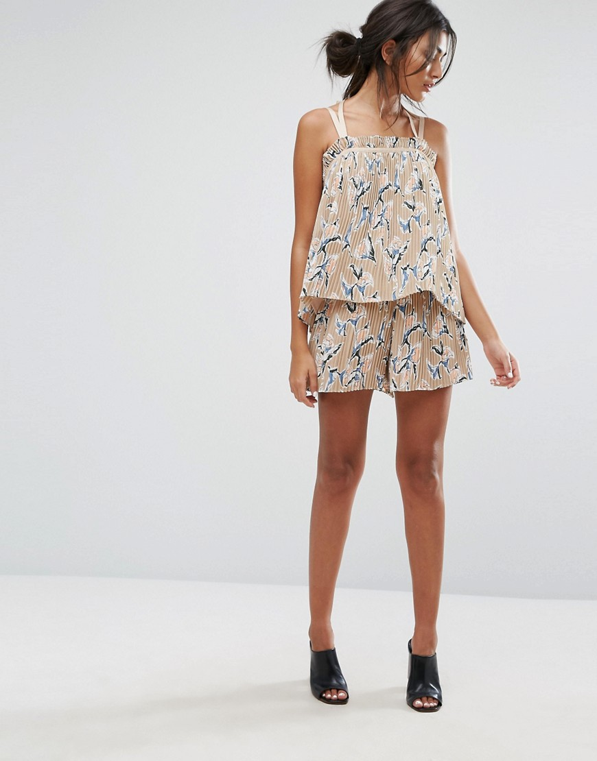 J.O.A Shorts In Pleated Floral Print Co-Ord - Peach multi