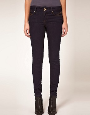 Bild 1 von River Island  Enge Jeans in Rinse-Waschung