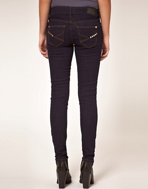Bild 2 von River Island  Enge Jeans in Rinse-Waschung