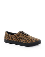 ASOS - Scarpe da ginnastica di tela con stampa leopardata