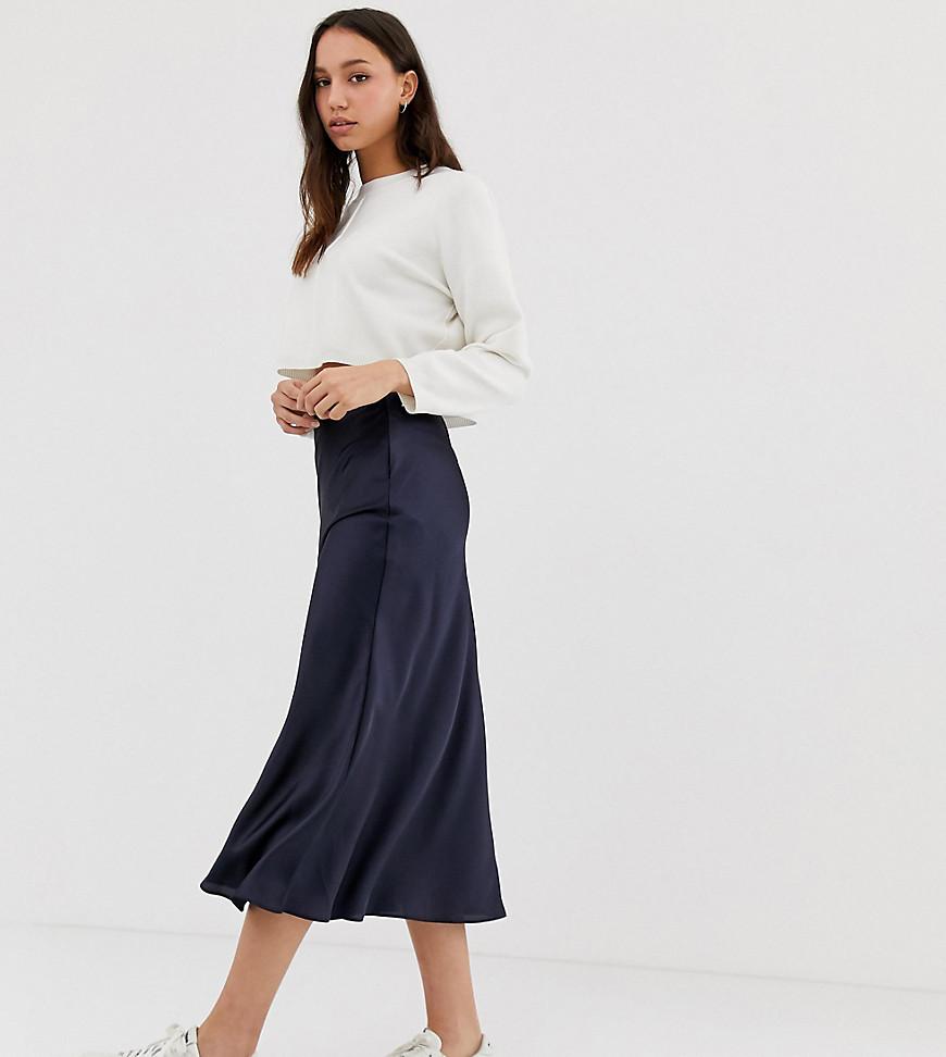 ASOS DESIGN Tall - Jupe mi-longue coupée en biais en satin - Navy