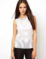 Top adornado de River Island