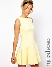 Minivestido con falda plisada y cintura cada exclusivo de ASOS PETITE