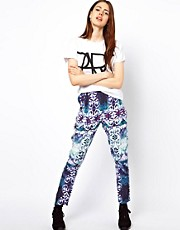 Pantalones de pinzas con estampado abstracto de ASOS