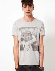 ASOS - T-shirt con stereo portatile stampato