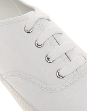 Image 2 ofFred Perry Laurel Wreath Wardour Canvas Plimsolls