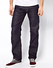 Diesel &ndash; Larkee 802A 3D &ndash; Gerade geschnittene, angeraute Jeans