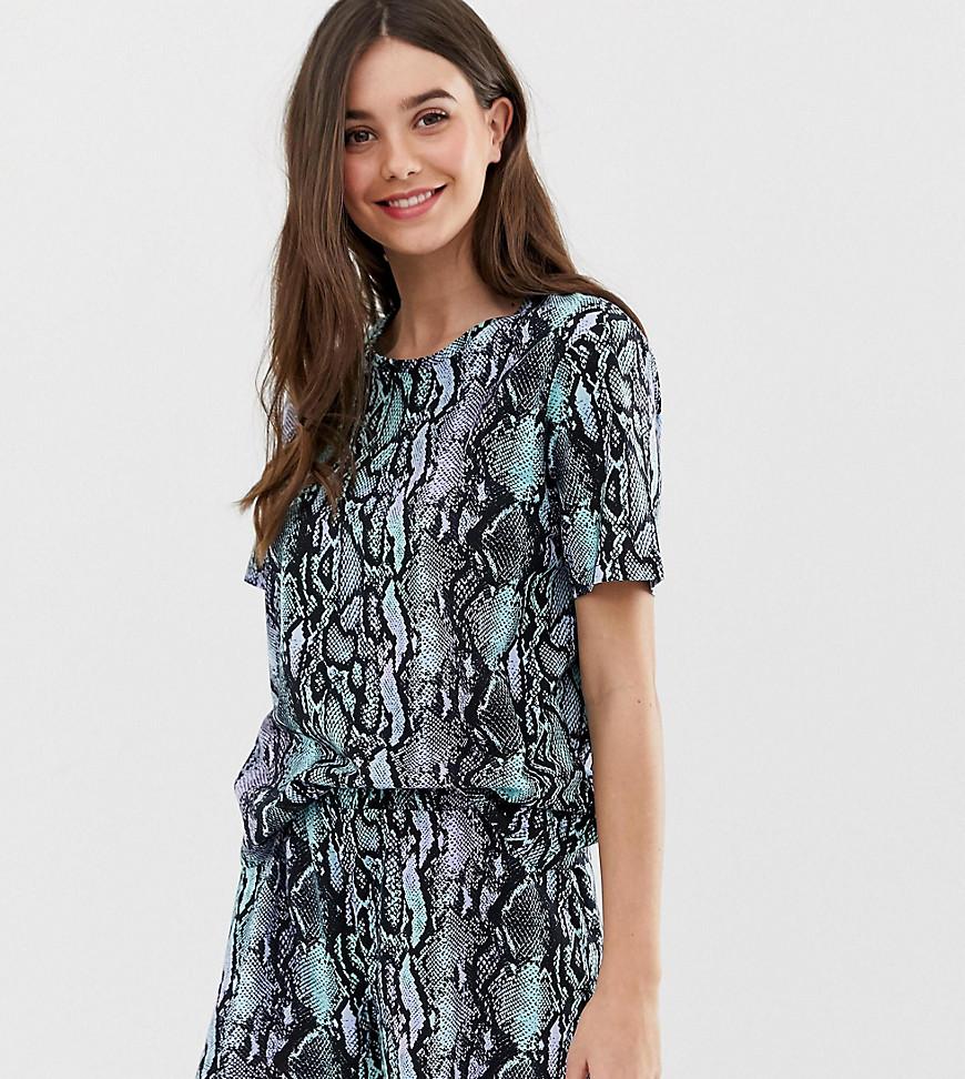 ASOS DESIGN Tall - Ensemble pyjama avec short effet serpent en jersey - Multi