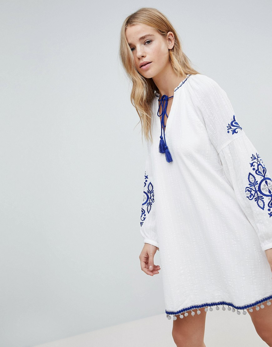 Honey Punch Smock Dress With Tassel Tie Neck And Embroidery - White