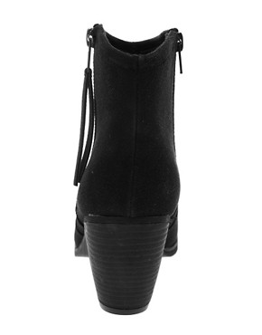 Image 4 ofRiver Island Easy Block Heel Boots