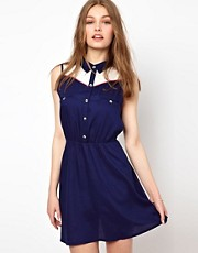 A Wear Sleeveless Shirt Dress