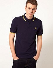 Polo de corte slim con borde estrecho con dos rayas de Fred Perry